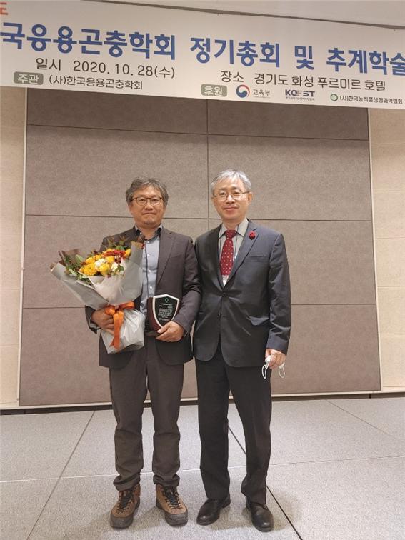 관련사진_ 정철의 교수(왼쪽).jpg